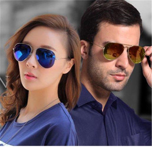 Bergaya Keren Saat Cuaca Panas dengan 10 Kacamata Ray-Ban Pilihan untuk  Pria dan Wanita 2cf2e3c7a9