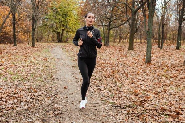 Jangan Lupa Baju Olahraganya Saat Fitness! Ini 9 Pilihan Baju Olahraga Wanita Terbaru Untuk Anda (2018)