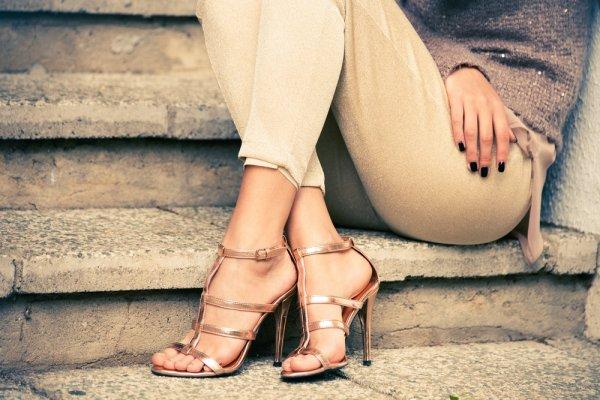 Melangkah Lebih Ringan dan Percaya Diri dengan Sandal Tinggi yang Bikin Tampilanmu Kian Chic