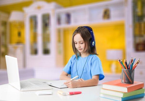 Ingin Anak Semangat Belajar? Inilah 10 Rekomendasi Meja Belajar Karakter Anak Perempuan Paling Favorit (2020)