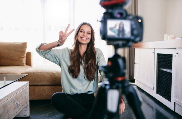 Ingin Jadi Vlogger Terkenal? Coba 10 Kamera untuk Vlog Terbaik dan Hasil Video yang Berkualitas