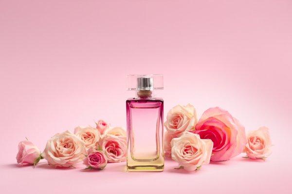3 Rekomendasi Parfum Terbaru dari Selena Gomez dengan Wangi yang Memukau (2019)