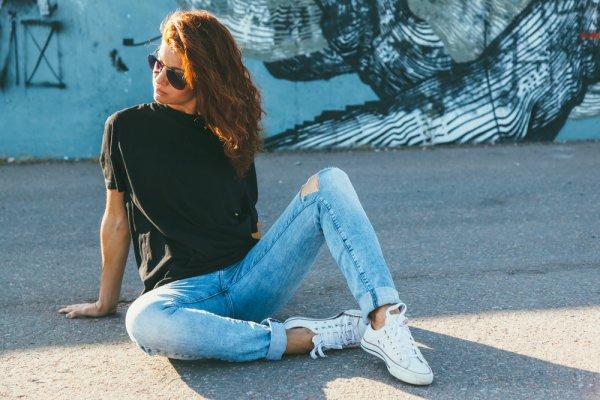 Ingin Tetap Tampil Kece dan Kasual? Berikut Ada 10 Rekomendasi Kaos Wanita Terbaru agar Kamu Tetap Stylish (2020)
