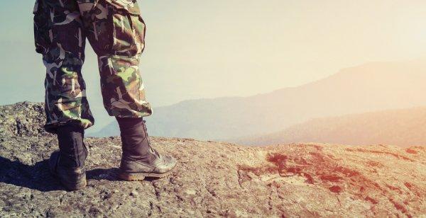 Ingin Tampil Macho a la Army? Kamu bisa Kenakan 8 Rekomendasi Baju Tactical Ini