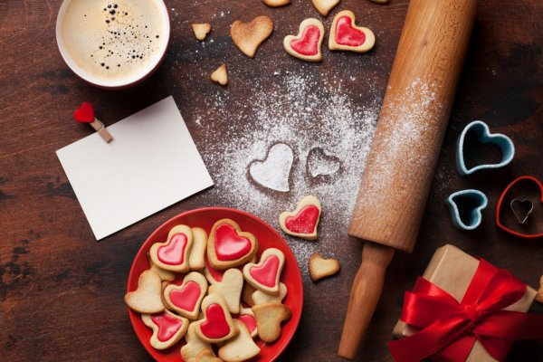 Convey Your Love Through Food Gifts This Valentine's Day! 15 Adorable, Unusual and Useful Gifts for a Foodie Sweetheart (2019)