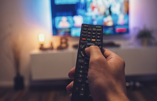 Jangan Asal Nonton! 10 Rekomendasi Program Televisi Ini Sangat Bermanfaat dan Bagus untuk Tontonan Keluarga, Lho