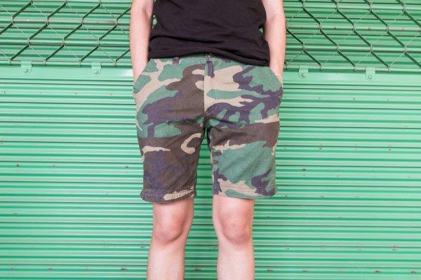 Bergaya Army Look dengan 9 Celana Pendek Motif Army, Kamu Pasti Tampak Gagah dan Trendi