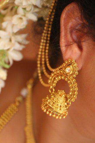 Tips Tampil Cantik dengan Anting Emas serta 10 Rekomendasi Produk Anting Emas Terbaik