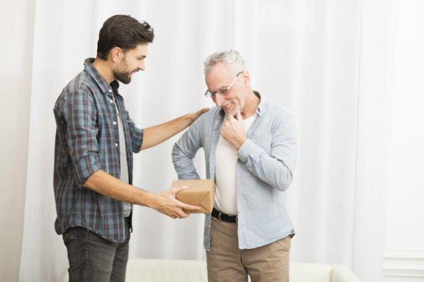 आपके पिता की रिटायरमेंट पर उन्हें देने के लिए यह 10 उपहार सबसे बेहतरीन और उपर्युक्त हैं । साथ में ढेरों सुझाव और खाने जानकारी ।(2020)