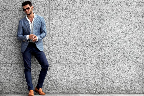Ganteng Maksimal dengan Tips dan Contekan 6 Inspirasi Fashion Selebriti Pria  Ini c3cfec41fe