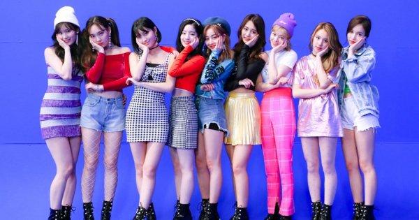 Kamu Fans Berat Girl Band Twice? Miliki 10 Rekomendasi Merchandise Resmi dari Twice yang Imut dan Keren Ini