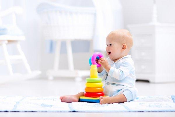 10 Rekomendasi Mainan Edukatif untuk Anak Usia 1 Tahun yang Mendukung Tumbuh Kembangnya (2020)