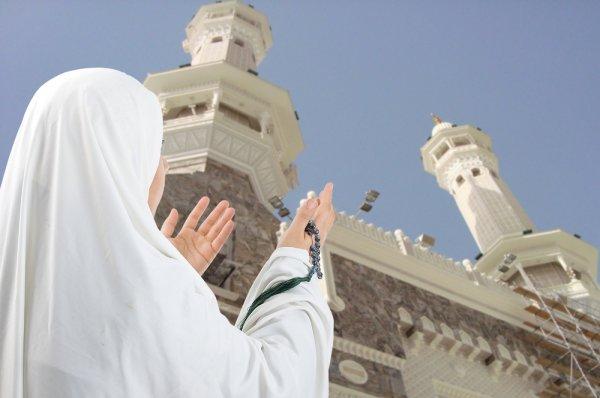 Supaya Tenang Menjalankan Ibadah Haji atau Umroh, Siapkan 4 Rekomendasi Pakaian Ihram untuk Wanita dan 8 Perlengkapan Lainnya Ini