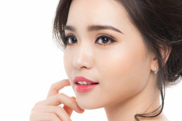 Yuk, Coba Makeup Korea Simple Ala Seleb dengan 10 Rekomendasi Produk Pilihan BP-Guide Berikut!