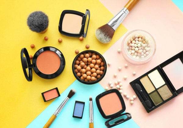 Jangan Sampai Kosong, Inilah 10 Rekomendasi Perlengkapan Makeup Wajib untuk para Wanita
