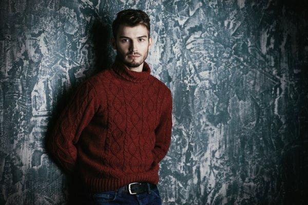 Nggak Perlu Takut Mati Gaya di Musim Hujan jika Memakai 6 Rekomendasi Sweater Pria yang Oke Ini (2019)