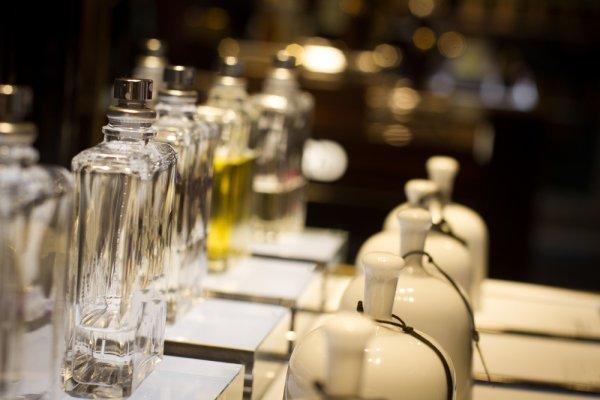 11+ Parfum Unisex dengan Keharuman Memikat untuk Anda dan Pasangan
