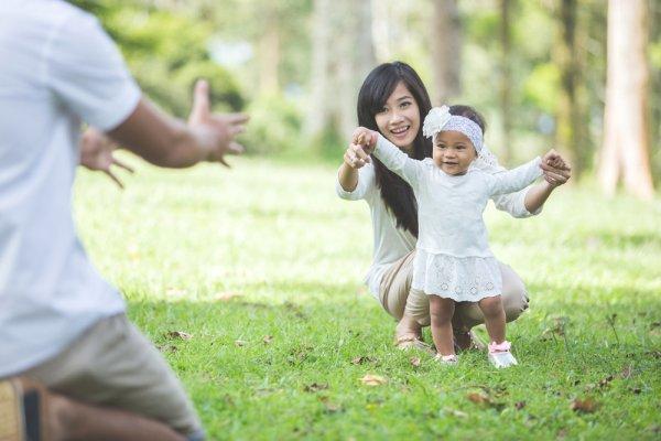Anak Mulai Belajar Berjalan? Cek 10 Rekomendasi Sepatu Sandal Anak Perempuan yang Cantik dan Nyaman bagi Kakinya (2020)