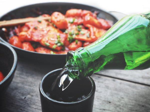 Penasaran Ingin Mencicipi Soju Otentik Korea Selatan? Yuk, Datang ke 10 Rekomendasi Tempat Minum Soju di Jakarta (2021)