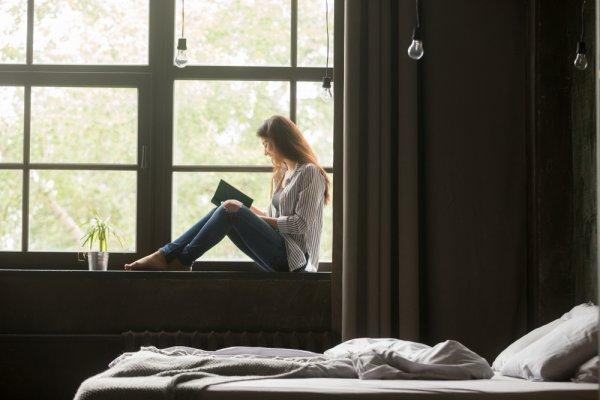 Punya Waktu Senggang di Rumah? Nikmati 10+ Rekomendasi Novel Romantis yang Wajib Dibaca di Tahun 2018