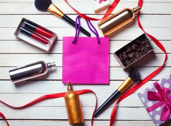 Buat Sahabat Tersenyum dan Makin Cantik dengan Kado Makeup dari 10 Brand Ternama Pilihan BP-Guide Berikut!