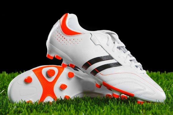 10 Sepatu Bola Adidas Terbaru dan Paling Keren Tahun Ini! Jangan Sampai Terlewat!
