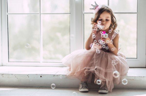 Si Kecil Tampil Imut dan Cantik Saat ke Pesta dengan 10+ Pilihan Baju Pesta Berikut Ini