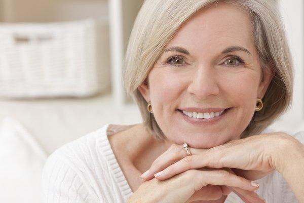 Jaga Penampilan Cantik di Usia Senja dengan 9 Kosmetik Pilihan Ini