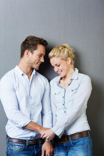 Mau Tampil Keren dengan Pasangan? Yuk Cek 12+ Tren Baju Couple Kemeja Terbaru 2018