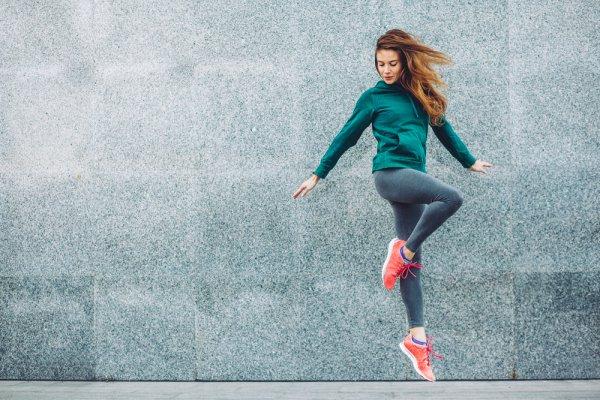 Berolahraga dengan Nyaman dan Gaya Berkat 10 Rekomendasi Pakaian Olahraga