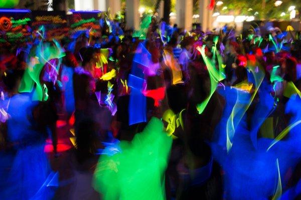 11 Gelang Glow in The Dark untuk Pesta Lebih Meriah