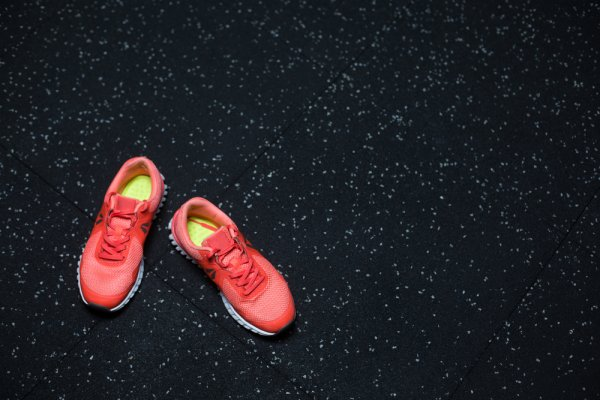Tampil Gaya dengan 10 Rekomendasi Sepatu Nike untuk Pria dan Wanita yang Nyaman di Kaki (2020)