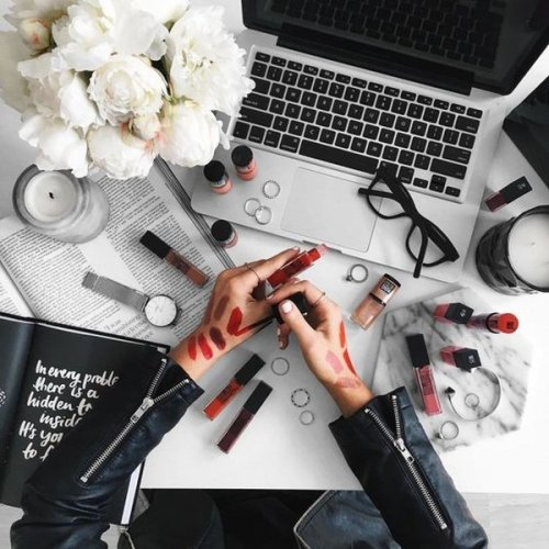 Picking out Just One Product to Buy from the Luxury Makeup Brands is Tricky(2020)! 8 Luxury Makeup Brands to Help, Which Have Blended the Quality and Expensiveness in Their Products: