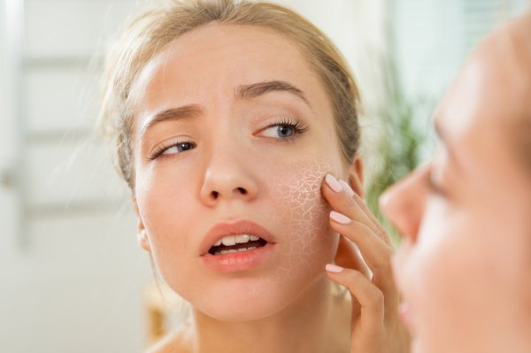 Fed up of Your Dry Skin? Fret Not, Here are the 7 Best Face Cleansers to Reduce the Dryness of Your Skin (2020)