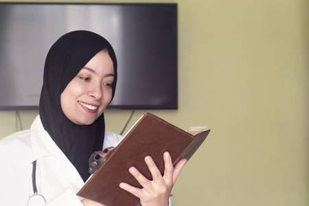 Yuk, Perkaya Wawasan Keagamaan Melalui 10 Rekomendasi Buku Keislaman yang Membuat Pemahamanmu tentang Islam Semakin Kuat