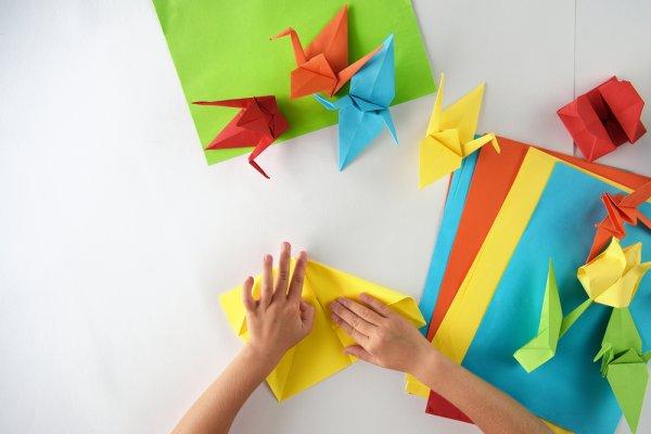 Yuk, Ajak Si Kecil Berkreasi dengan 10 Rekomendasi Hiasan Kamar dari Origami Berikut!