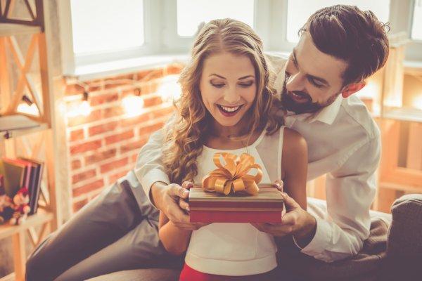 Bingung Mencari Hadiah untuk Wanita yang Kamu Cintai? Kami Punya 10 Rekomendasinya