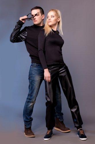 10+ Pilihan Baju Couple Lengan Panjang Terbaru yang Bikin Anget dan Romantis!