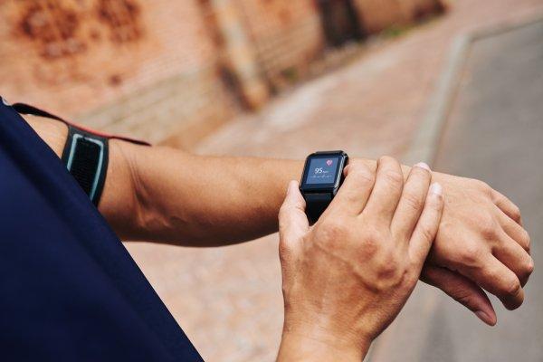 10 Rekomendasi Fitness Tracker Canggih di Bawah Rp 200 Ribu! (2019)