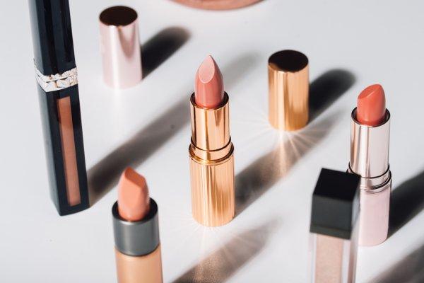 10 Merek Lipstik Produksi Selebriti Indonesia untuk Berbagai Suasana