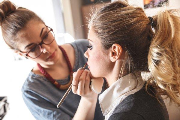 Ingin Jadi Make Up Artist Profesional Inilah 10 Rekomendasi Make Up Class Yang Wajib Kamu Ikuti
