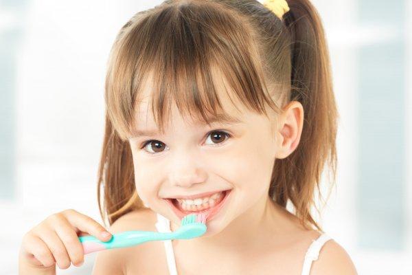 7 Tips Ajarkan Anak Gosok Gigi dan 10 Rekomendasi Produknya agar Anak Rajin Menyikat Gigi (2021)