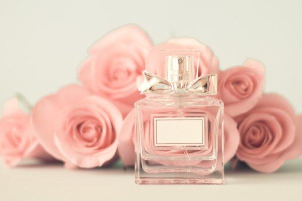 10 Rekomendasi Parfum Wanita yang Bikin Aroma Tubuh Segar Sepanjang Hari (2021)