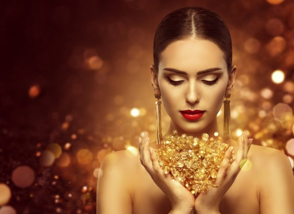 Discover the Art of Gifting with Gold: 10 Amazing Gifts That Use Gold in Far More Creative Ways Than Standard Jewellery (2019)