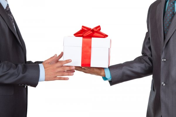 Why Is It Important to Give Gifts to Employees? 10 Most Appealing Gifts  That Top the