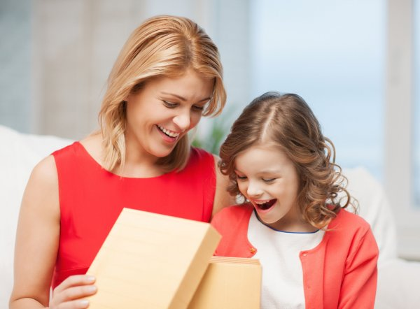 Time to Meet the Other Important Girl in His Life? 10 Thoughtful Gifts for Your Boyfriend's Daughter, whether She is 5 or 15! (2019)