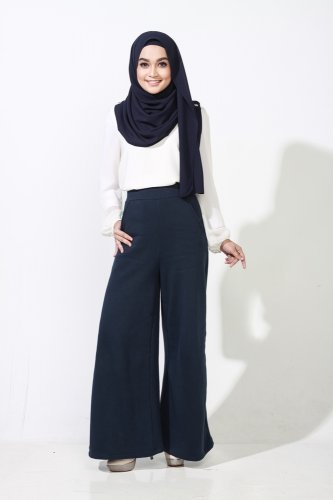 Tetap Keren dan Trendy dengan 9 Celana Muslimah yang Oke