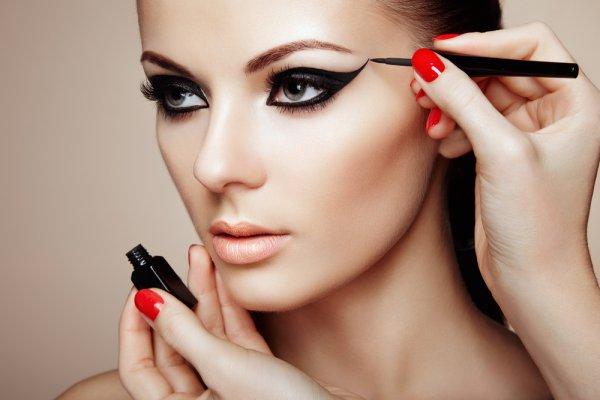 Cantik dan Mempesona dengan 6 Rekomendasi Kosmetik untuk Makeup dan 5 Tutorial Makeup yang Memukau (2018)