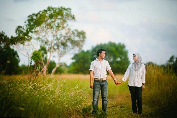 Yuk, Tampil Kompak Bareng Pasangan dengan Rekomendasi Pakaian Muslim Couple untuk Anda