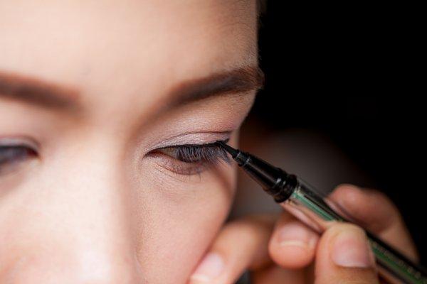 10 Rekomendasi Eyeliner Pen untuk Tampilan Kamu Sehari-hari (2019)